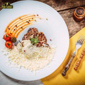 Mușchiuleț de vită cu sos gorgonzola