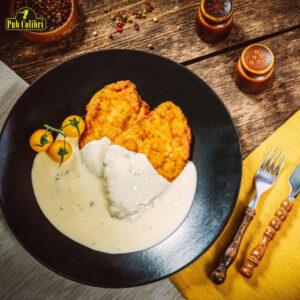Șnițel din cotlet de porc cu sos gorgonzola