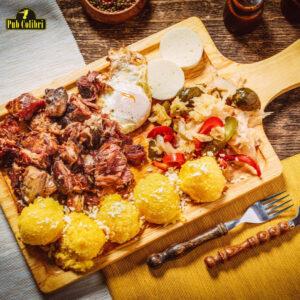 Tochitură moldovenească din carne afumată în casă